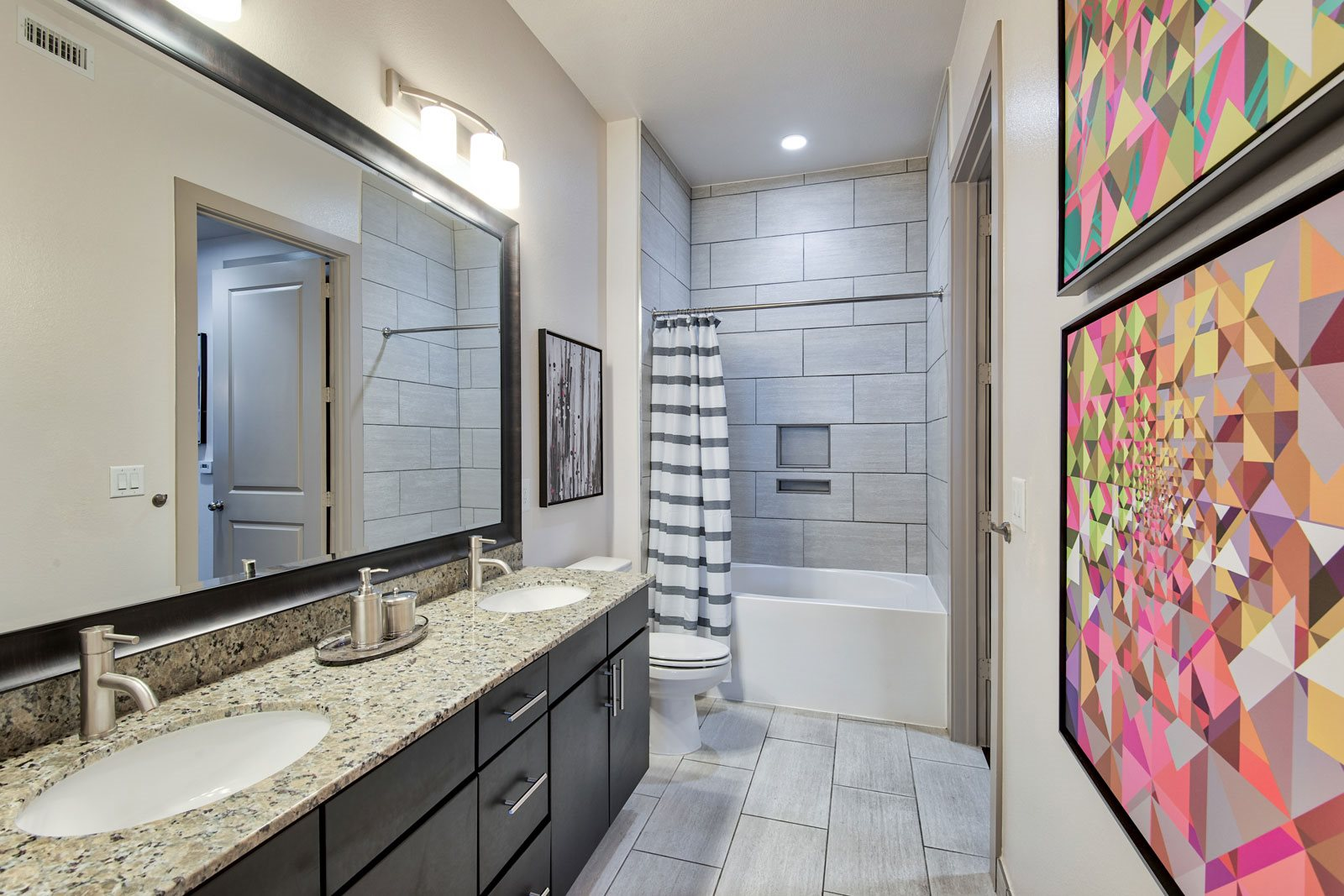 Spacious, Modern Bathrooms at Midtown Houston by Windsor, Houston, 77002