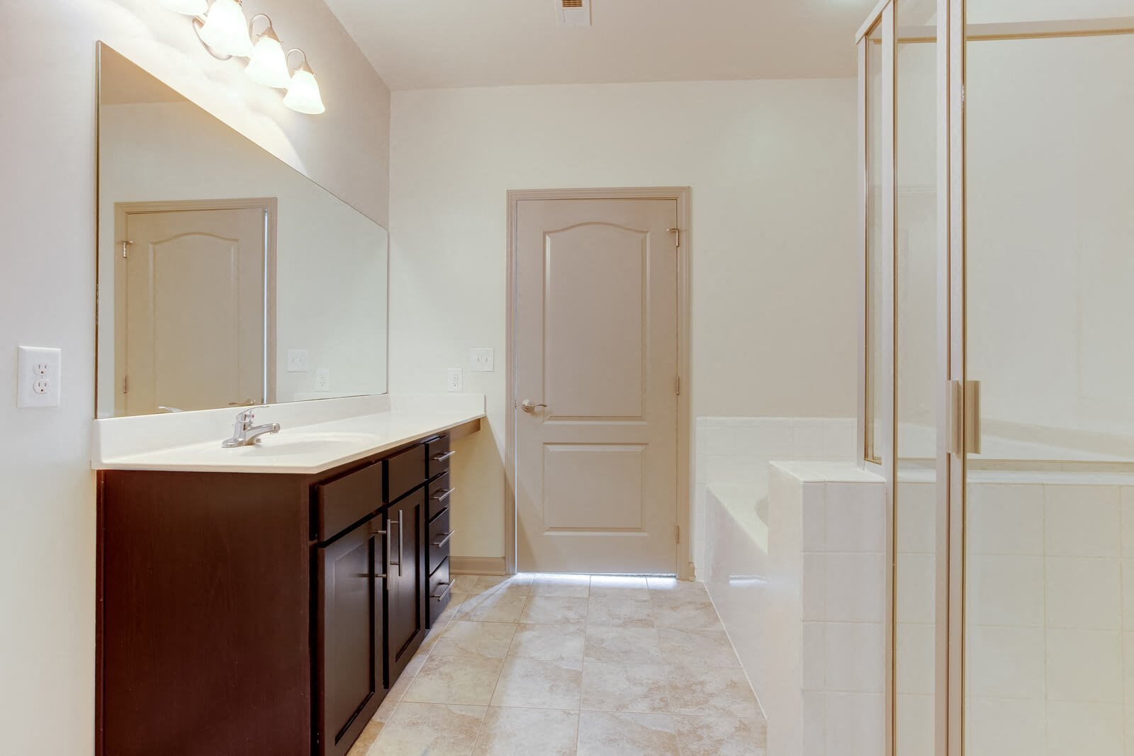 Glass-Enclosed Showers at Windsor at Glenridge, 5610 Glenridge Drive, Sandy Springs