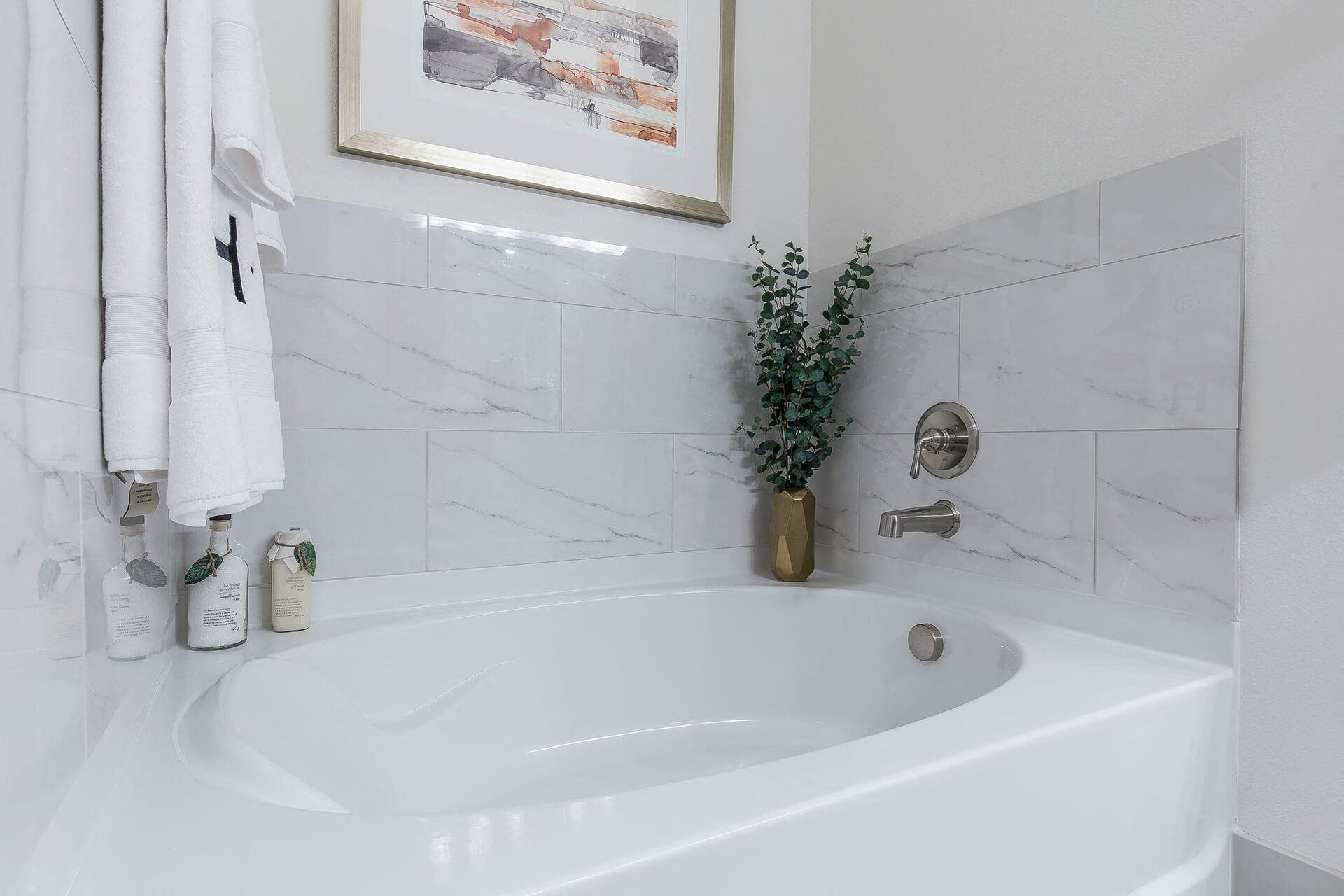 Beautiful soaking tub, at Cannery Park by Windsor, 415 E Taylor St, CA