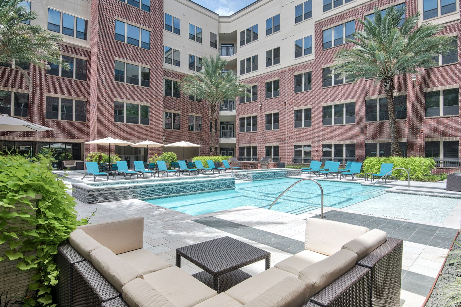 Resort-Style Swimming Pool at Midtown Houston by Windsor, 2310 Main Street, TX