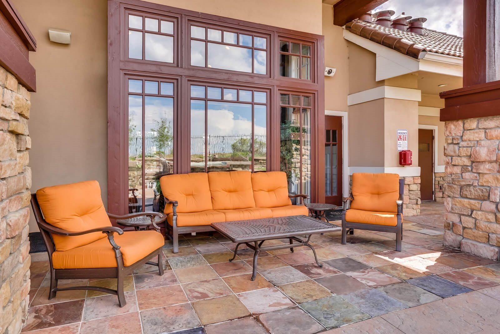 Outdoor Lounge Area at Windsor at Meridian, 9875 Jefferson Parkway, CO
