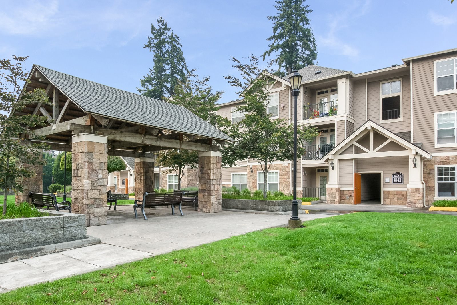 Outdoor Gazebo in Courtyard at at Reflections by Windsor, Washington, 98052