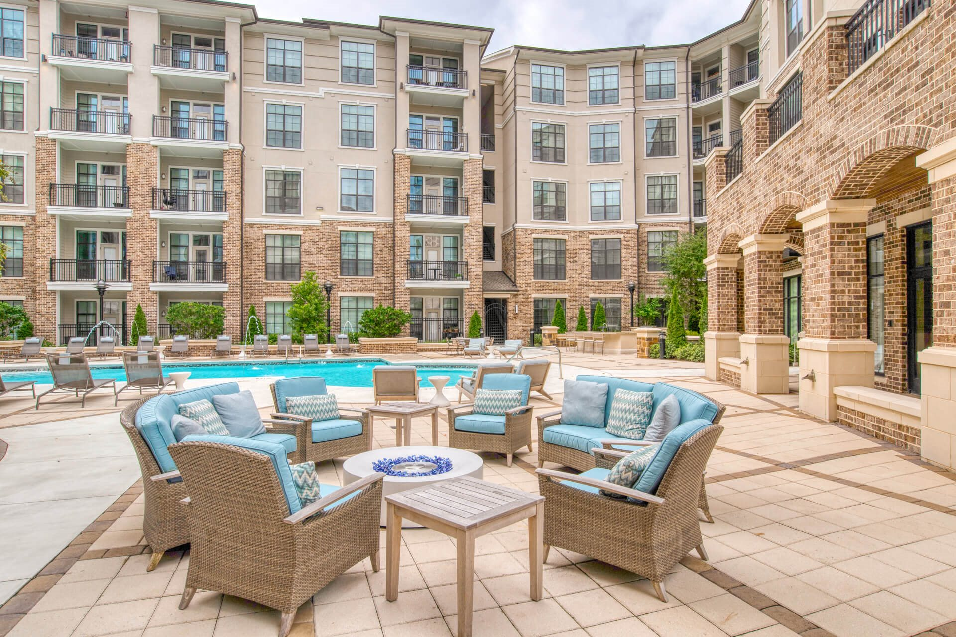 Outdoor Seating Space at Windsor Chastain, Atlanta, 30342