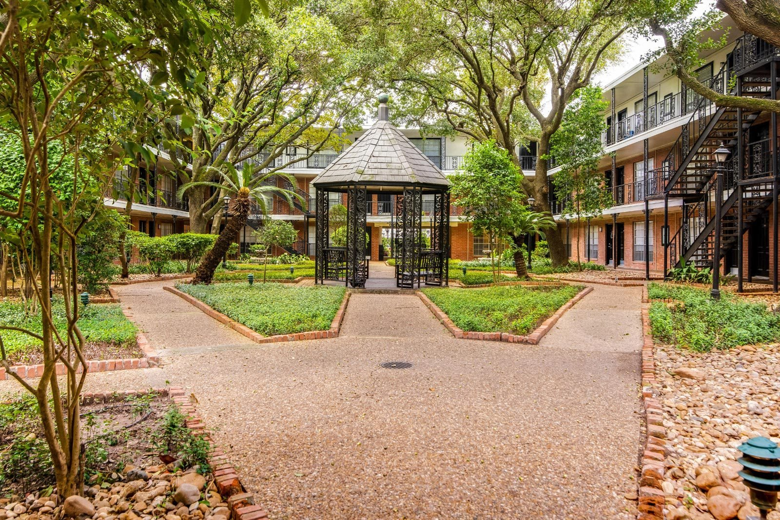 New Orleans Style Courtyard Garden at Allen House Apartments, Texas, 77019