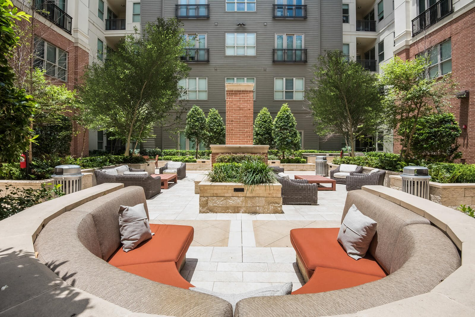 Stunning Courtyard with Ample Outdoor Seating at Windsor at West University, Houston, Texas