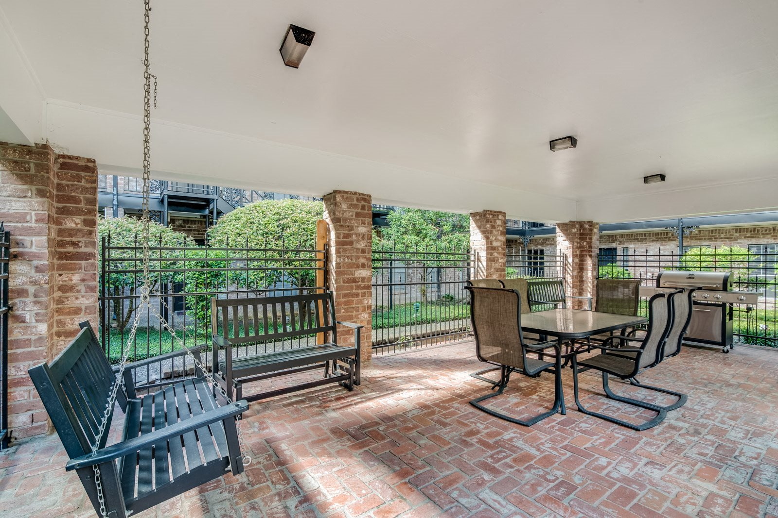 Outdoor Gathering Space with BBQ Grills at Allen House Apartments, 77019, Texas