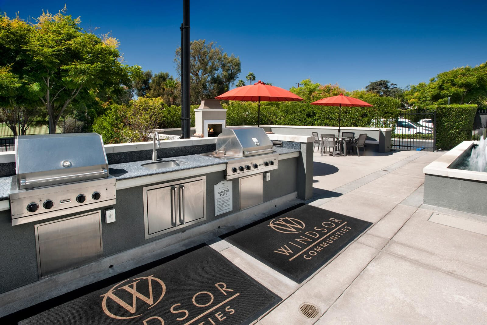 Community Grilling Stations at Windsor at Hancock Park, Los Angeles, California