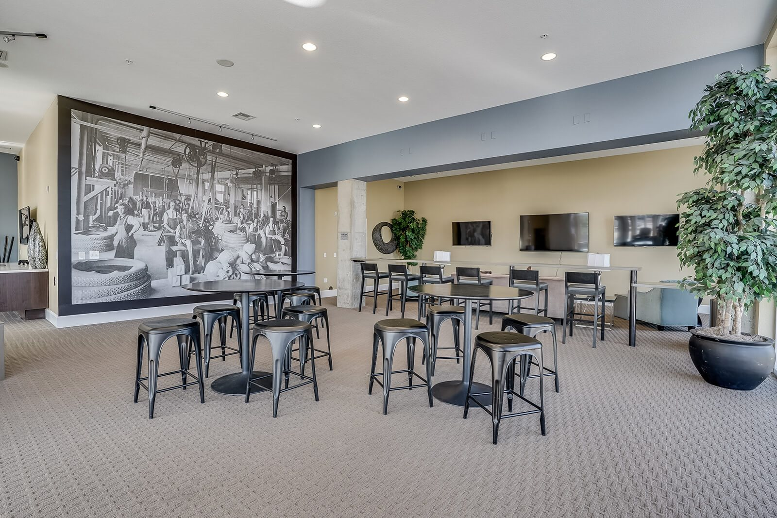 Spacious Clubroom with Lounge Space at Windsor at Broadway Station, Denver, CO