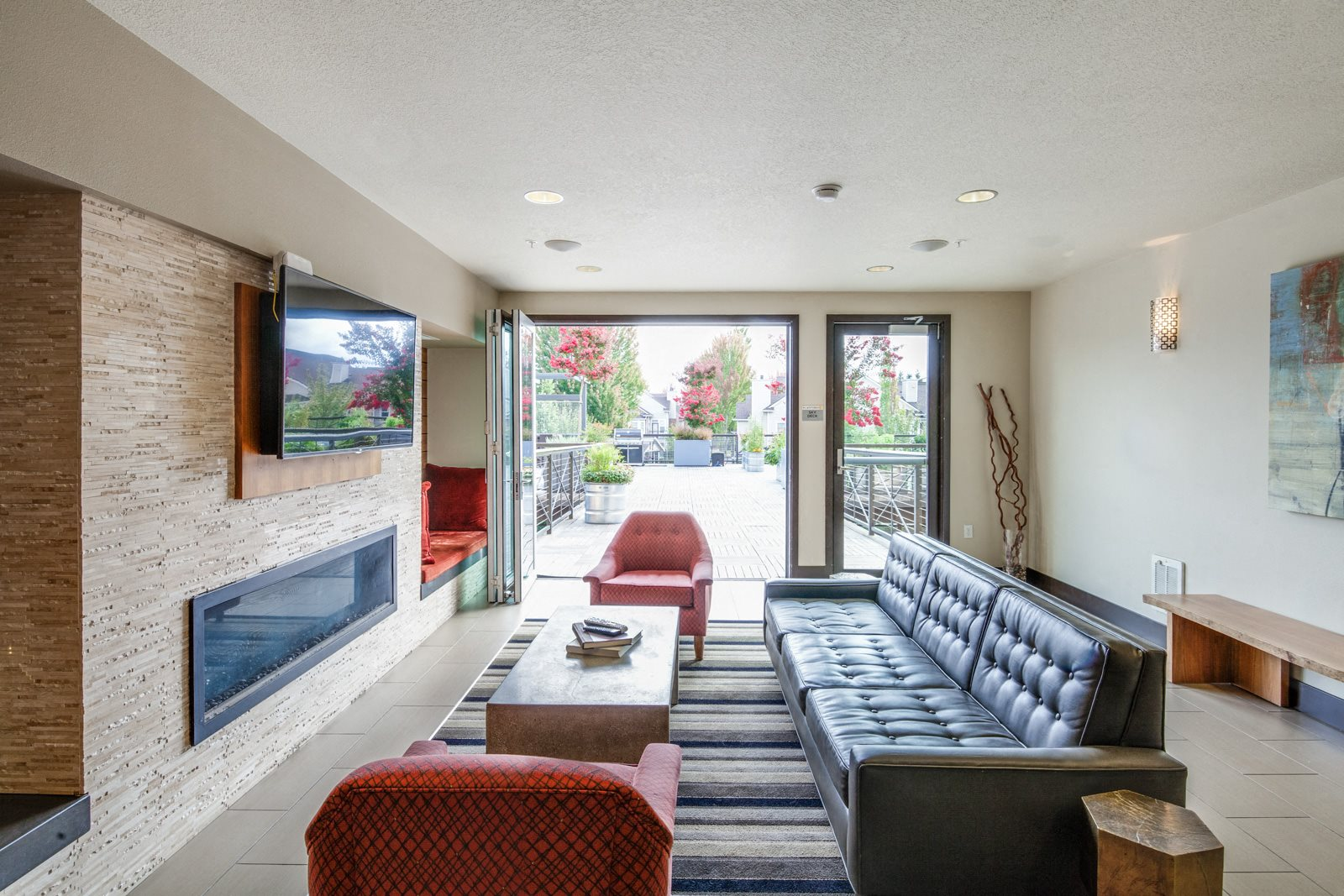 Outdoor, Resident Lounge at Platform 14, 1030 NE Orenco Station Pkwy, Hillsboro