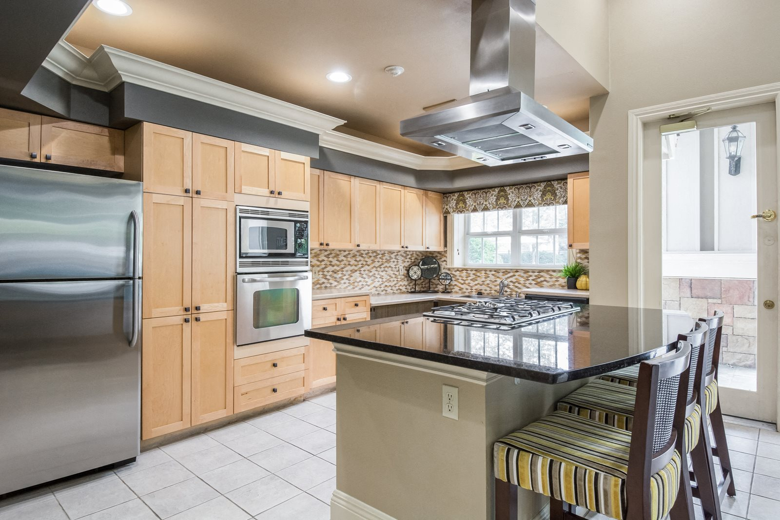 Resident Lounge With Kitchen at Reflections by Windsor, WA, 98052