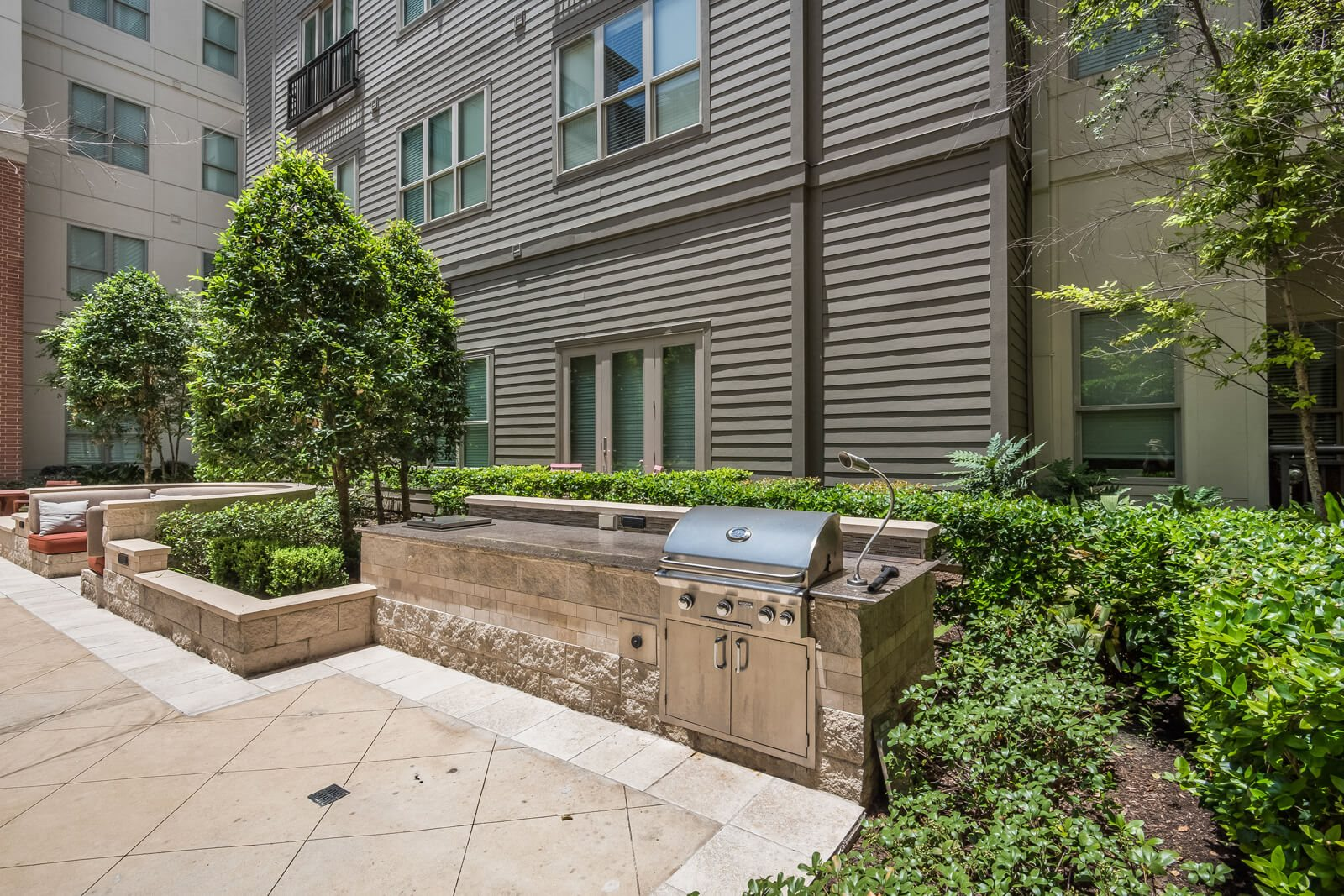 Outdoor Grilling/BBQ Area at Windsor at West University, 2630 Bissonnet Street, Houston