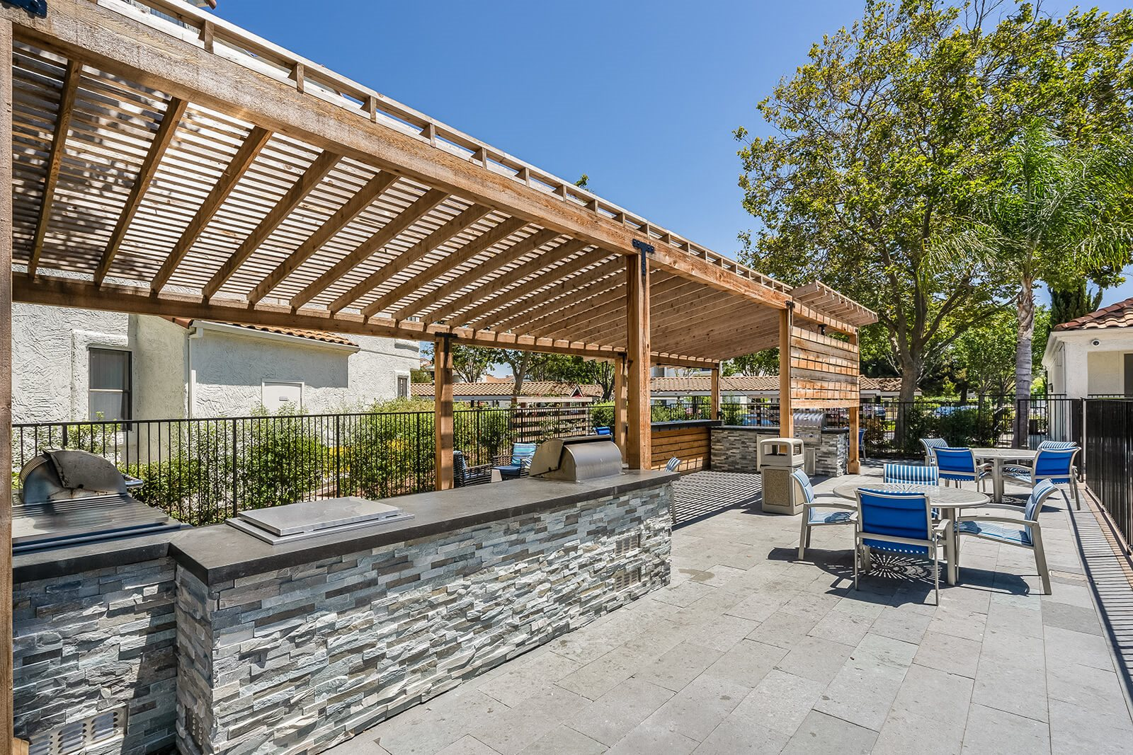 Dine al fresco at Mission Pointe by Windsor, Sunnyvale, 94089