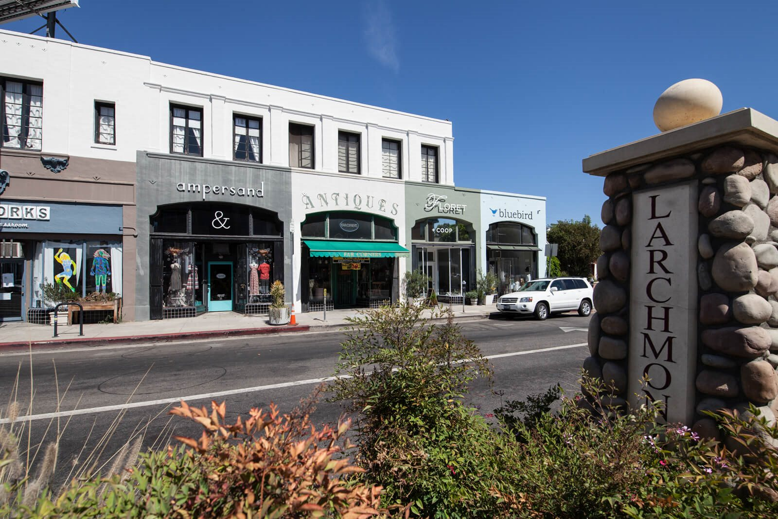 Larchmont Village Shopping near Windsor at Hancock Park, Los Angeles, California