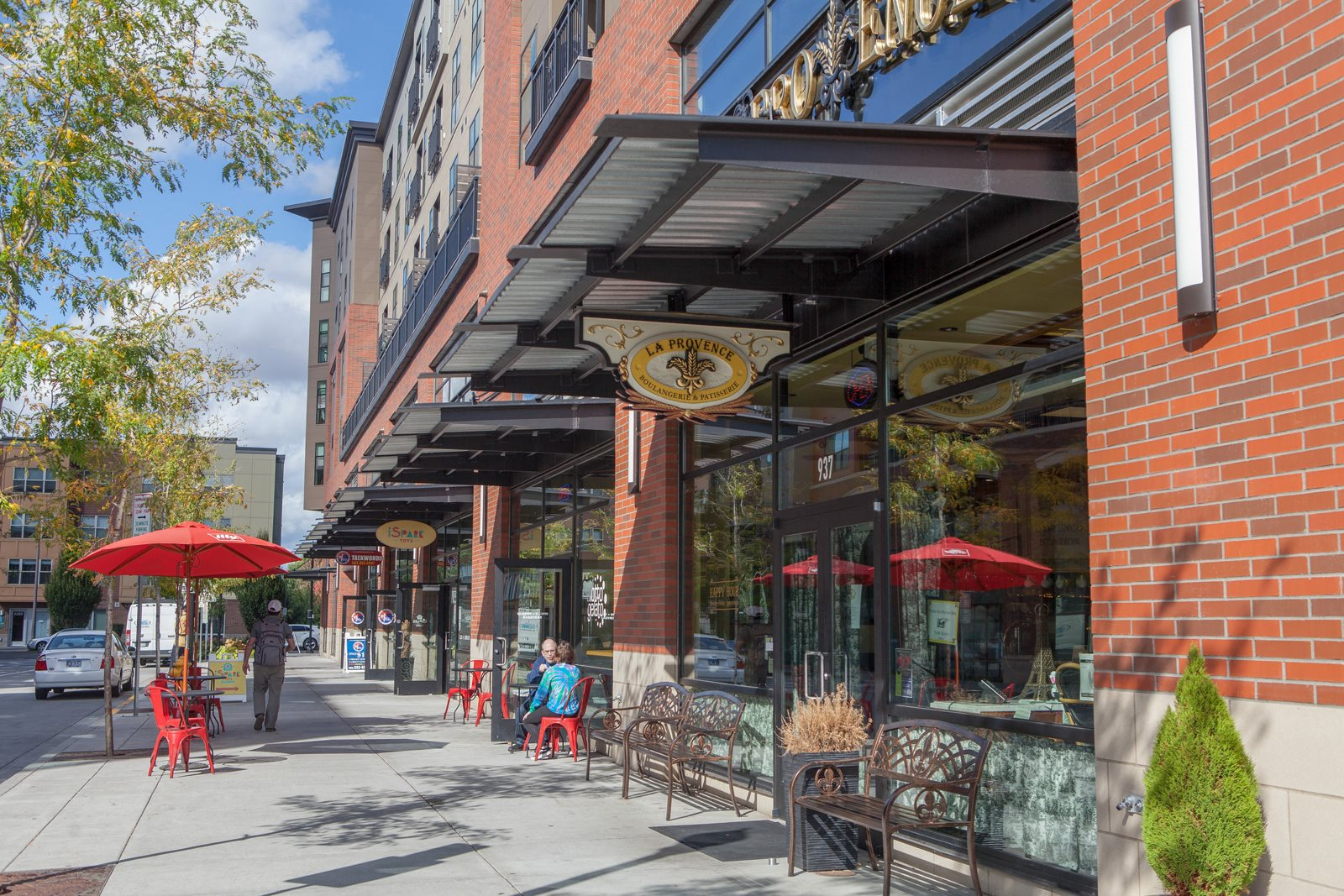 Plenty of Dining and Shopping Nearby at Platform 14, Hillsboro, Oregon
