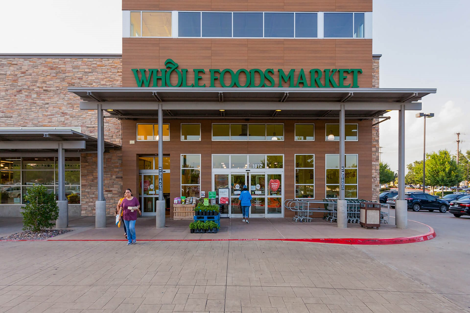 Close To local Whole Foods Market at Windsor by the Galleria, Dallas, Texas