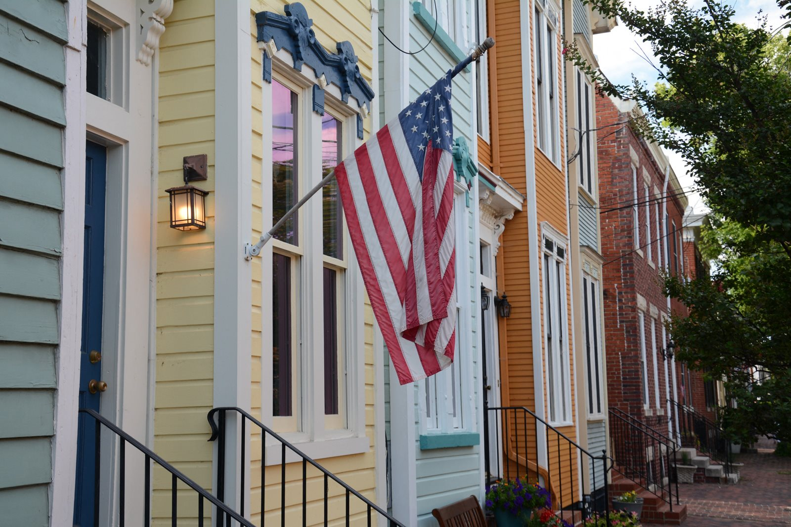 Close To historic Old Town Alexandria at Halstead Tower by Windsor, 4380 King Street, VA