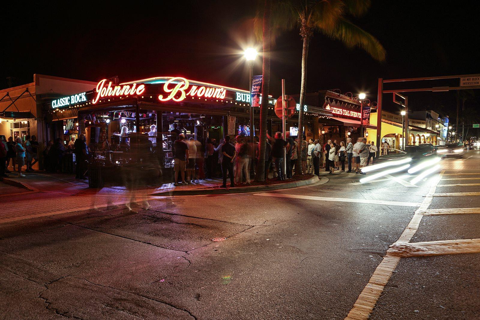 Nightlife at Windsor at Delray Beach in Florida 33483