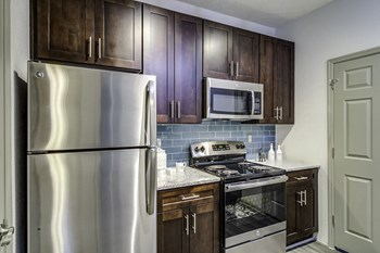 1570 Sheridan Rd NE 1-2 Beds Apartment for Rent Photo Gallery 1