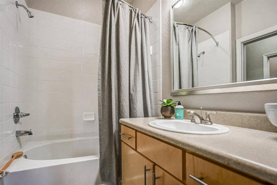 Rome | 2x2 | 1225 sq. ft. | Guest Bathroom
