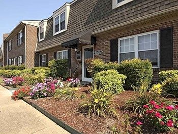 6020 Churchland Blvd 3 Beds Apartment for Rent Photo Gallery 1