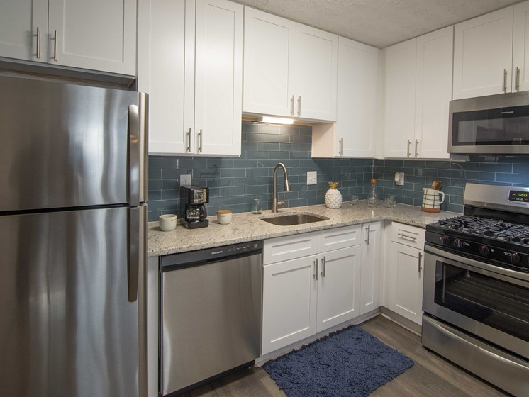 Fully Equipped Kitchens at Paces Ridge at Vinings, Atlanta