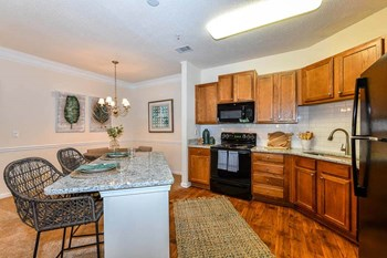 8850 Dorchester Rd 2 Beds Apartment for Rent Photo Gallery 1