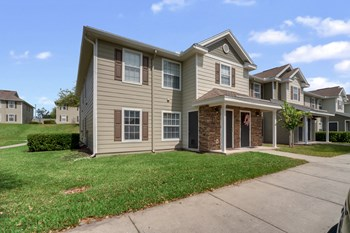735 S. Hwy 27/441 1-4 Beds Apartment for Rent Photo Gallery 1