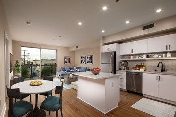 512 Rose Ave 3 Beds Apartment for Rent Photo Gallery 1