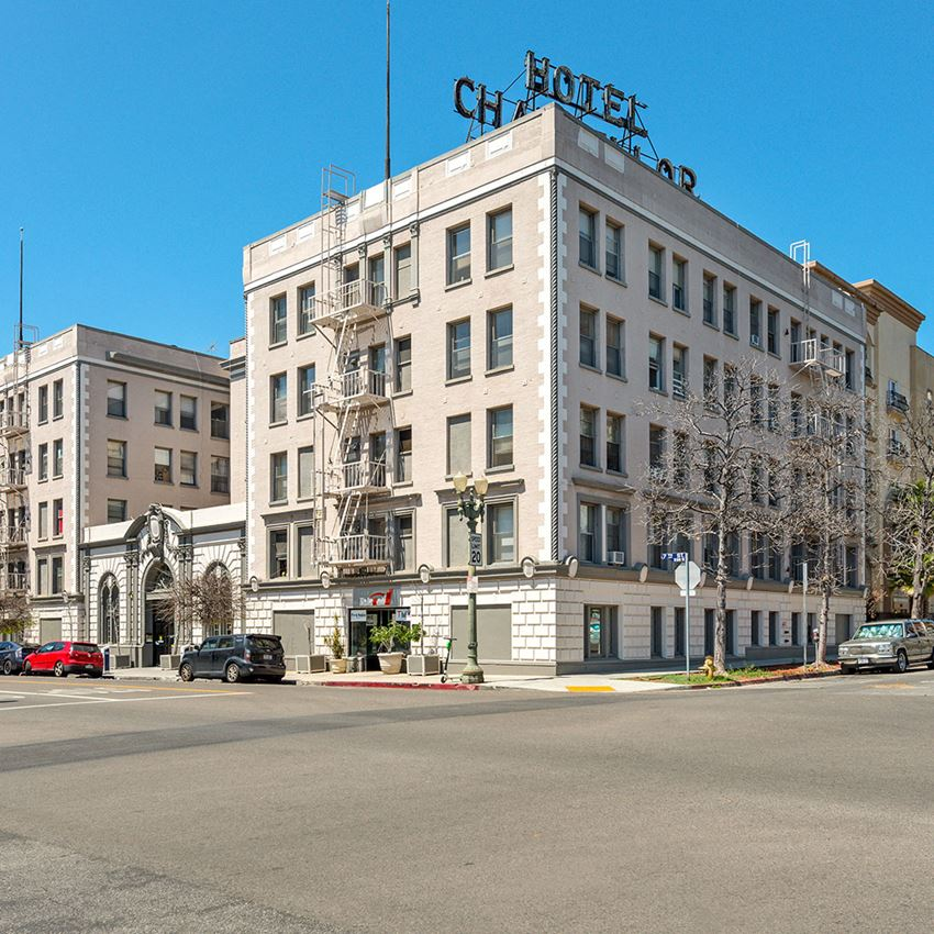 Street view of apartment building-Chancellor Apartments Los Angeles, CA