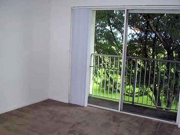 unfurnished apartment living room_Riverwalk II Apartments, Homestead, FL