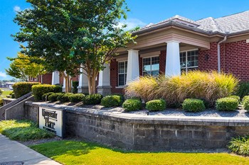 1045 East EH Crump Blvd 1-3 Beds Apartment for Rent Photo Gallery 1