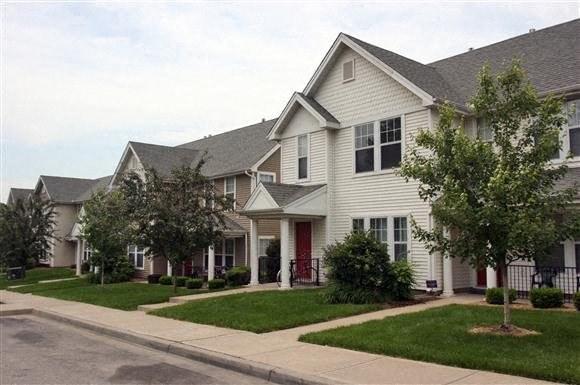 2bedroom townhouse street view-Villa del Sol Kansas City, Missouri
