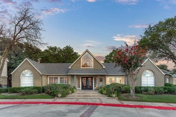4300 Rosemeade Parkway 1-2 Beds Apartment for Rent Photo Gallery 1