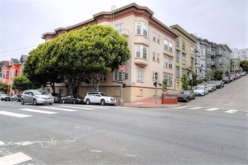 900 Oak St. 1-2 Beds Apartment for Rent Photo Gallery 1