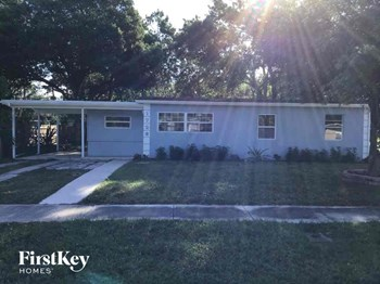 1726 30th Ave 4 Beds House for Rent Photo Gallery 1