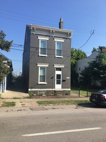 322 E 12Th St 3 Beds House for Rent Photo Gallery 1