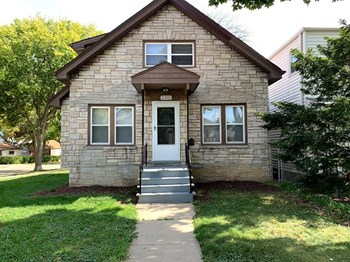 2202 S 71St St 4 Beds House for Rent Photo Gallery 1
