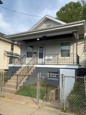 212 W 17Th St 2 Beds House for Rent Photo Gallery 1