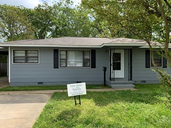 3048 Oak Forest Dr 3 Beds House for Rent Photo Gallery 1