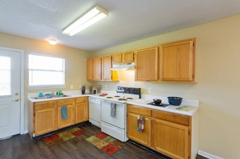 2119 Woodland Way 1-3 Beds Apartment for Rent Photo Gallery 1