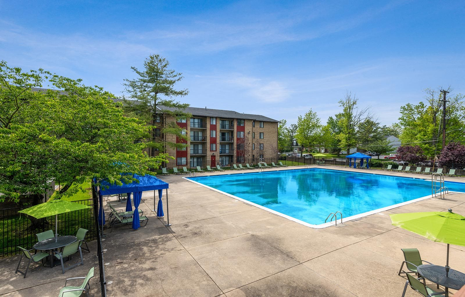Swimming pool courtyard at Spring Parc Apartments