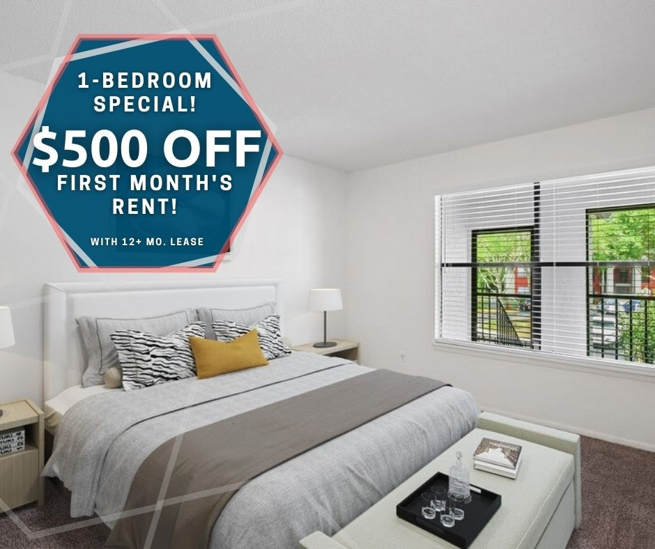 banner advertising $500 off first month's rent on one-bedroom apartments, for new move-ins with a 12 plus month lease.