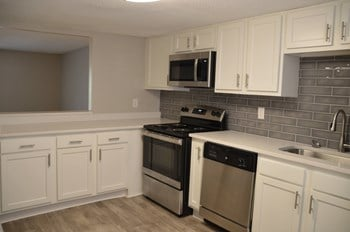 218 Olympia Drive 2 Beds Apartment for Rent Photo Gallery 1