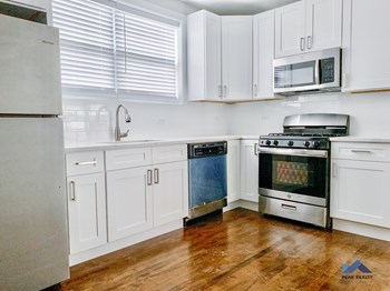3228 N. Hamlin Ave. 1-2 Beds Apartment for Rent Photo Gallery 1