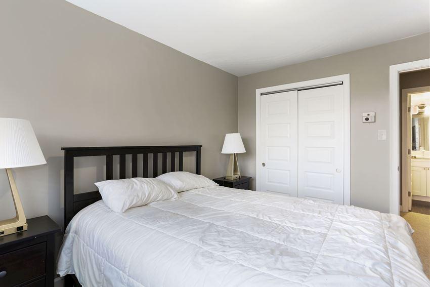 Bedroom with 2 nightstands