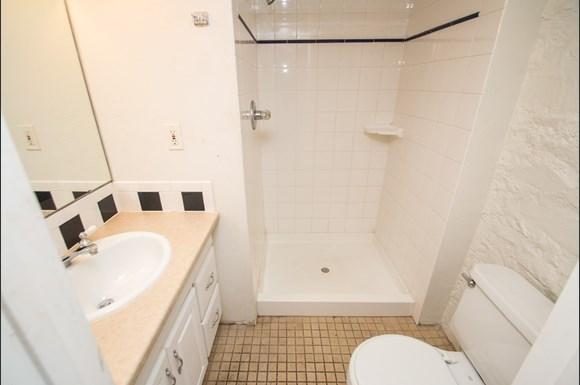 1537 9th Street Bathroom
