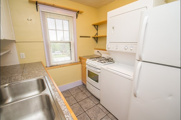 1537 9th Street Kitchen with washer and dryer