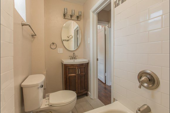 1725 15th Street Unit 6 Bathroom