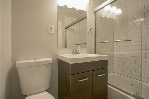 1839 Arapahoe Unit 2 Bathroom