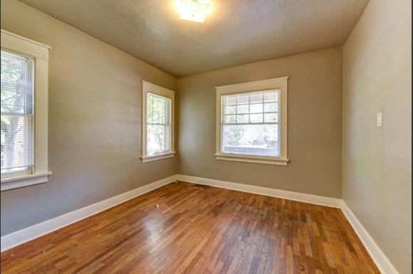 Bedroom 1903 Pine A